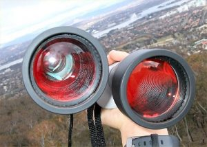 Binoculars with red-colored multicoatings